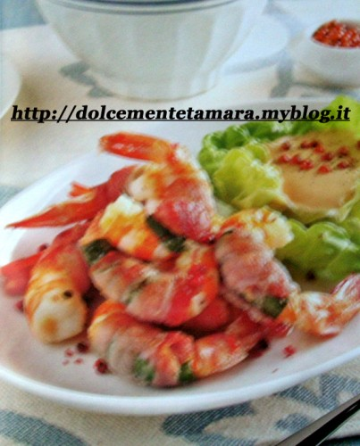 gamberi con salsa cocktail.jpg